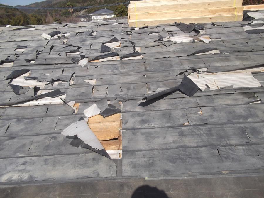 神埼市葺き替え工事2日目の野地板及びルーフィング張替え工事