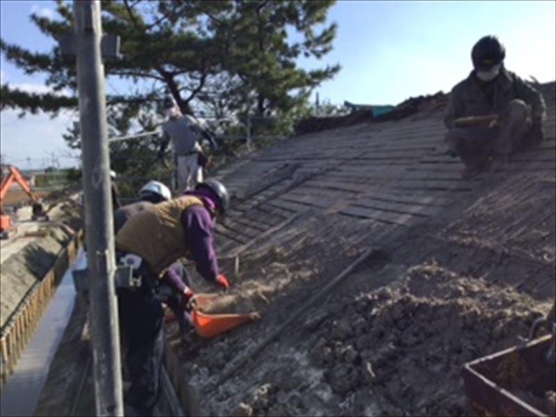 杉皮撤去後の下地板確認