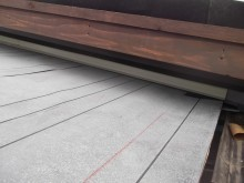 壁際水切り鉄板取り付け
