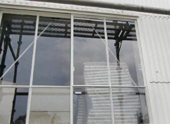 塗替えて綺麗になった窓枠